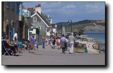 A picture of the sea front at Lyme Regis